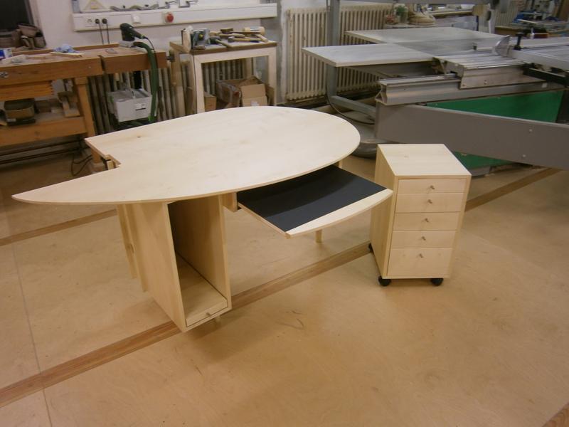 Computertisch Aus Ahorn Und Schwarzem Möbellinoleum