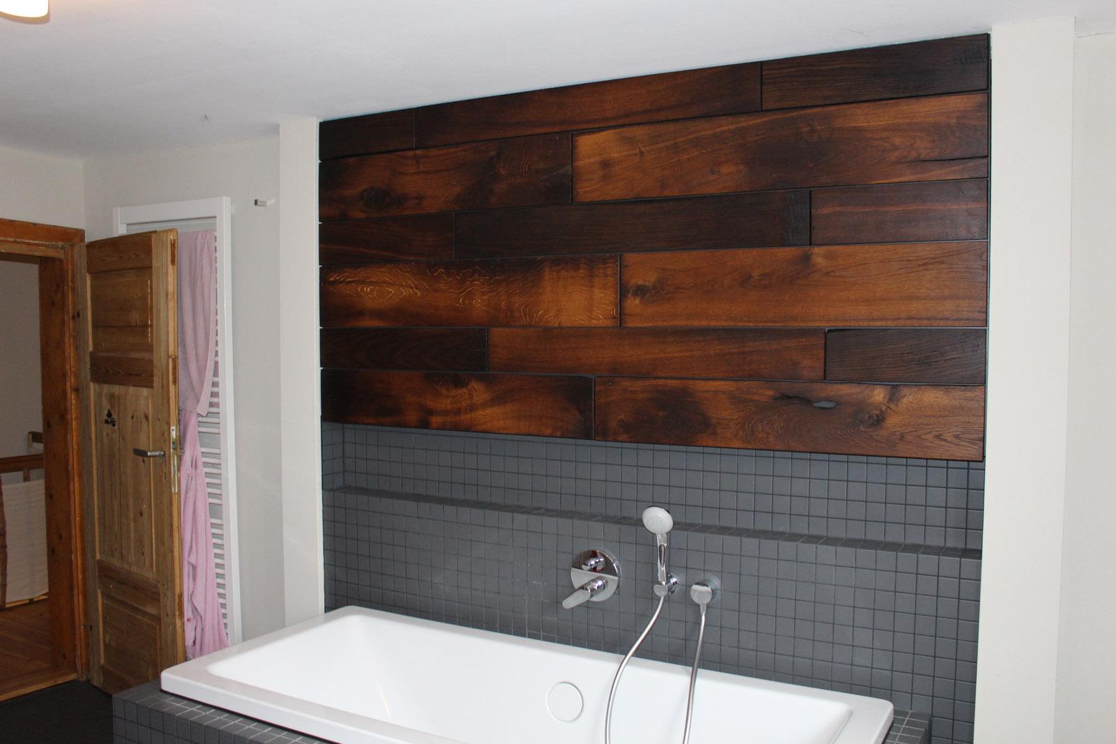 Badezimmer Wandverkleidung aus historischen Eichendielen ...
