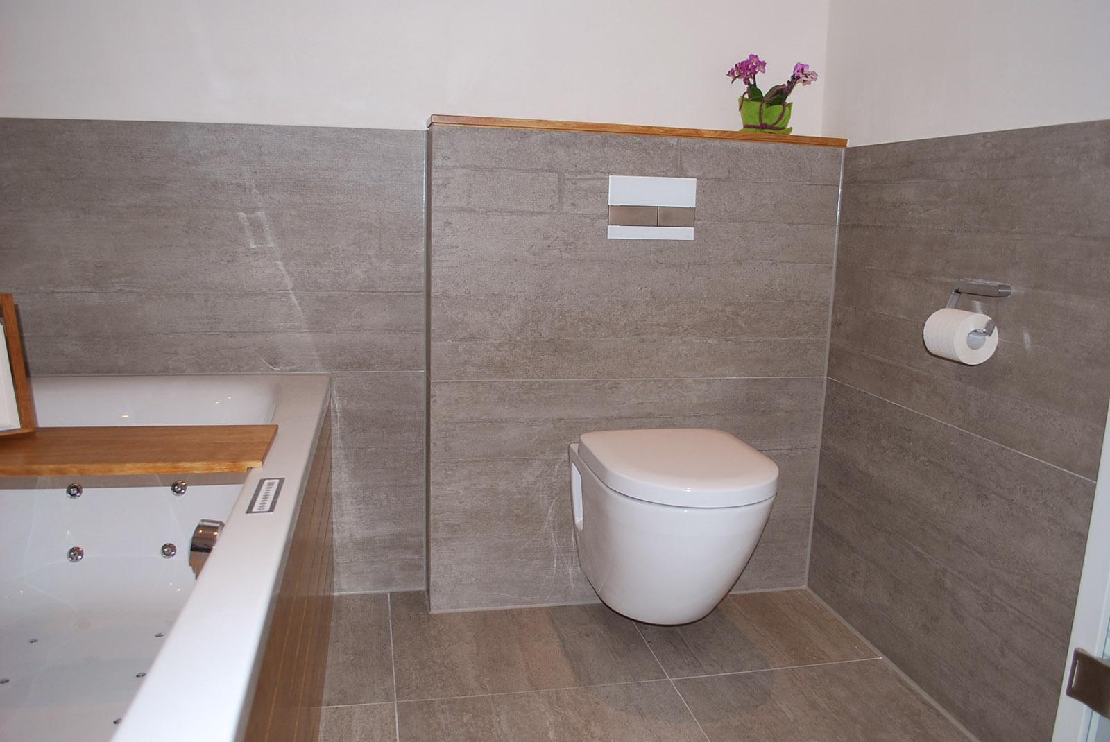 Badezimmerausstattung Wannenverkleidung & Waschtisch ...